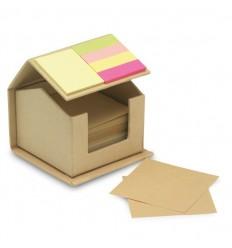 Casa de Cartón Reciclado con Notas Adhesivas Publicidad